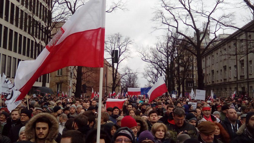 demonstracja_komitetu_obrony_demokracji_04
